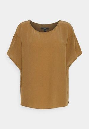 T-shirts - bark