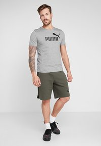 Puma - LOGO TEE - T-shirt imprimé - medium gray heather - 1