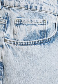 Noisy May Curve - NMISABEL MOM - Relaxed fit jeans - light blue denim - 2