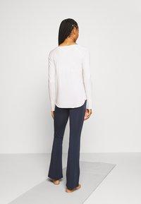 Yogasearcher - KARANI - Long sleeved top - white - 2