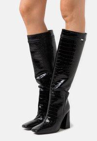 KARL LAGERFELD - LEG BOOT EXOTIK - Kozačky na vysokém podpatku - black - 0