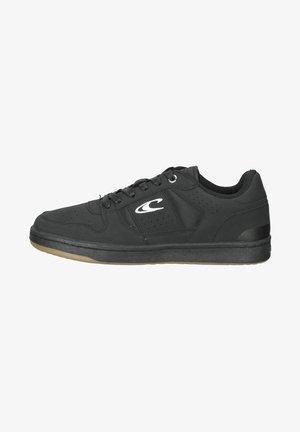 Sneakers laag - triple black
