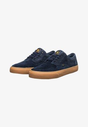 TOPAZ - Sneakers laag - navy gum