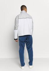 adidas Originals - R.Y.V. SPORT INSPIRED TRACK TOP JACKET - Wiatrówka - offwhite - 2
