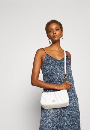 HANNAH - Across body bag - optic white