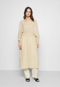 Notes du Nord - TAMIA DRESS - Vapaa-ajan mekko - beige - 0
