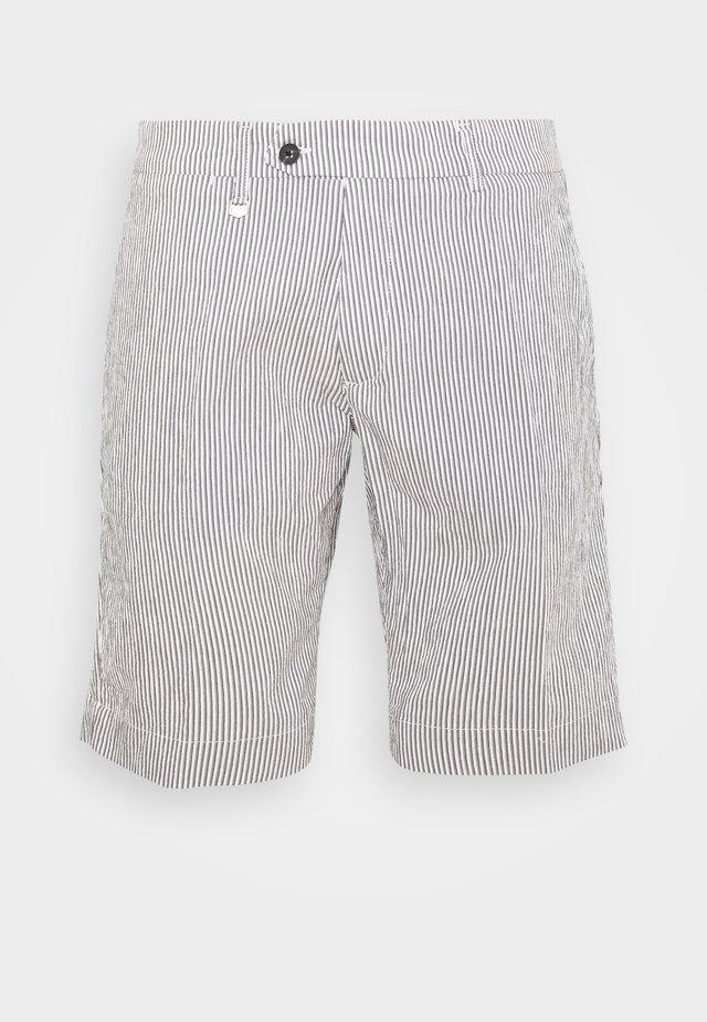 PANT BRYAN - Shorts - grey/white