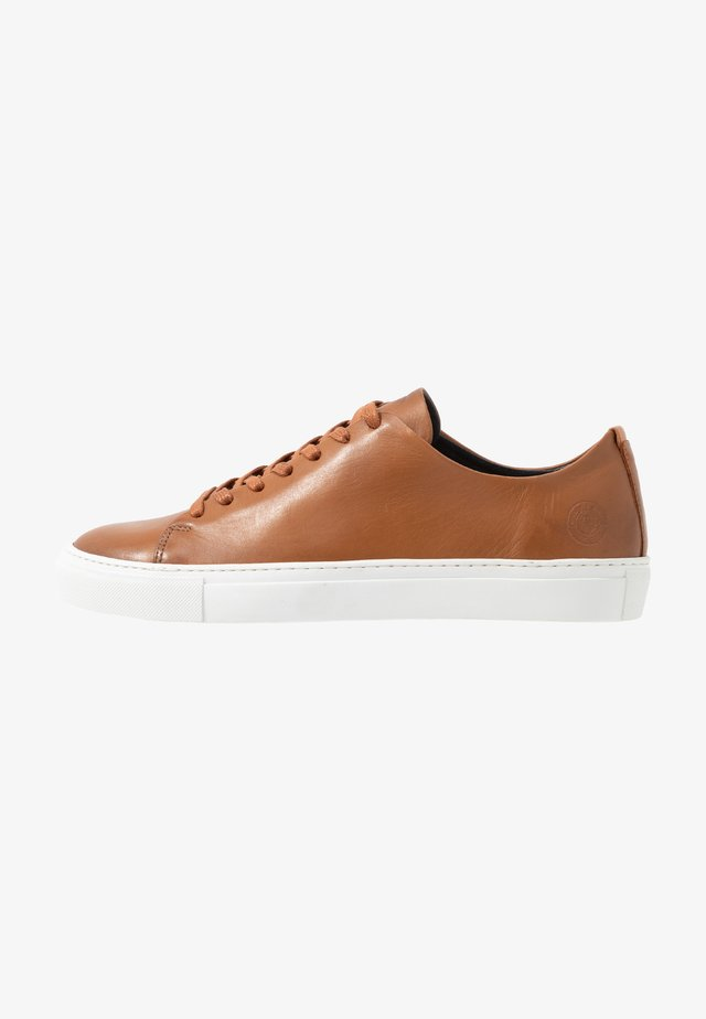 LESS - Sneakers basse - cognac