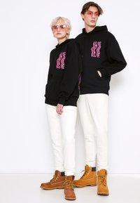 AS IF Clothing - PSYCHODELIC LABEL UNISEX - Sweatshirt - black - 1