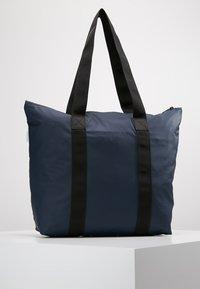 Rains - TOTE BAG RUSH - Shoppingveske - blue - 2