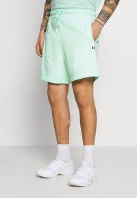 Russell Athletic Eagle R - BRADLEY - Shorts - lichen - 0