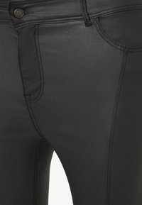 Pieces Curve - PCROXY ZIP COATED PANT - Jeansy Skinny Fit - black - 6