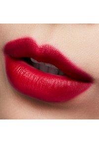 MAC - LOVE ME LIPSTICK - Lippenstift - maison rouge - 2