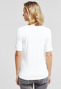 Street One - PALMIRA - Basic T-shirt - white - 2
