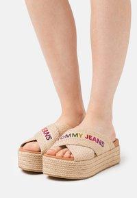 Tommy Jeans - RAINBOW BRANDING MULE FLATFORM - Heeled mules - natural - 0