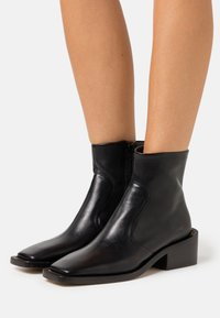 MM6 Maison Margiela - TRONCHETTO SUOLA MAXI - Bottines - black - 0