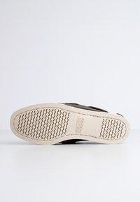 Sebago - DOCKSIDES FGL W - Boat shoes - dk brown - 3