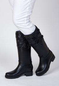 Melissa - FLOWER - Kowbojki i obuwie motocyklowe - black - 0
