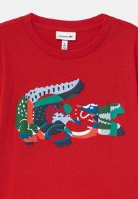 Lacoste - T-shirt imprimé - rouge/multico - 2