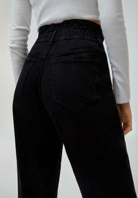 PULL&BEAR - PAPERBAG - Jeans baggy - black - 5