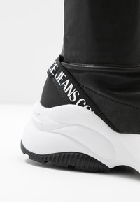 Versace Jeans Couture - CHUNKY SOLE - Baskets montantes - nero - 2