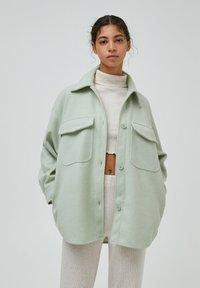 PULL&BEAR - Halflange jas - green - 0