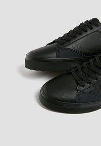 PULL&BEAR - Trainers - black - 3
