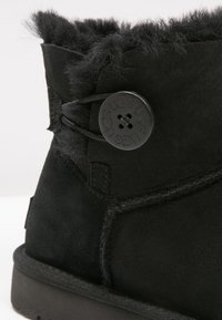 UGG - BAILEY - Botki - black - 2