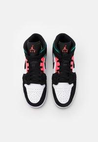 Jordan - AIR 1 MID SE - Höga sneakers - white/hot punch/black/neptune green/barely volt - 3