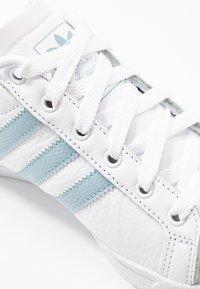 adidas Originals - COAST STAR STREETWEAR-STYLE SHOES - Sneakers basse - footwear white/ash green - 2
