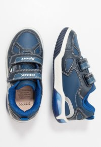 Geox - INEK BOY - Sneakersy niskie - navy/royal - 1