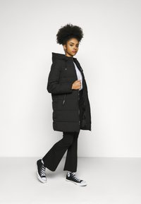 ONLY Petite - ONLDOLLY LONG PUFFER COAT - Vinterkåpe / -frakk - black - 1