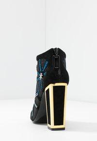 Kat Maconie - GILLI - Kotníková obuv na vysokém podpatku - black/multicolor - 5