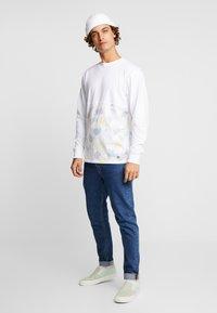 Vans - ELEVATED TIE DYE - Långärmad tröja - white - 1
