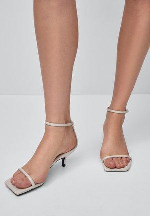 MIT STILETTOABSATZ - Sandaler - beige
