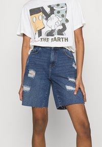 Noisy May - NMLUCKY LONGBOARDER SHORTS - Shorts di jeans - medium blue denim - 0