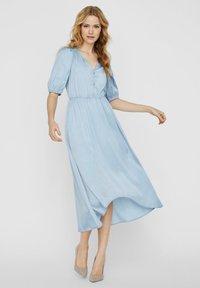 Vero Moda - MAXIKLEID V-AUSSCHNITT - Maxi dress - ashley blue - 1