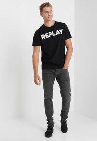 Replay - Camiseta estampada - black - 1