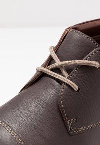 Clarks - Zapatos con cordones - dark brown - 5