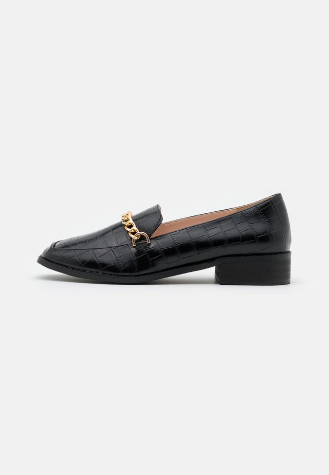 WIDE FIT ALEEMA - Loaferit/pistokkaat - black