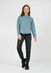 ARMEDANGELS - Sweatshirt - soft moss - 1