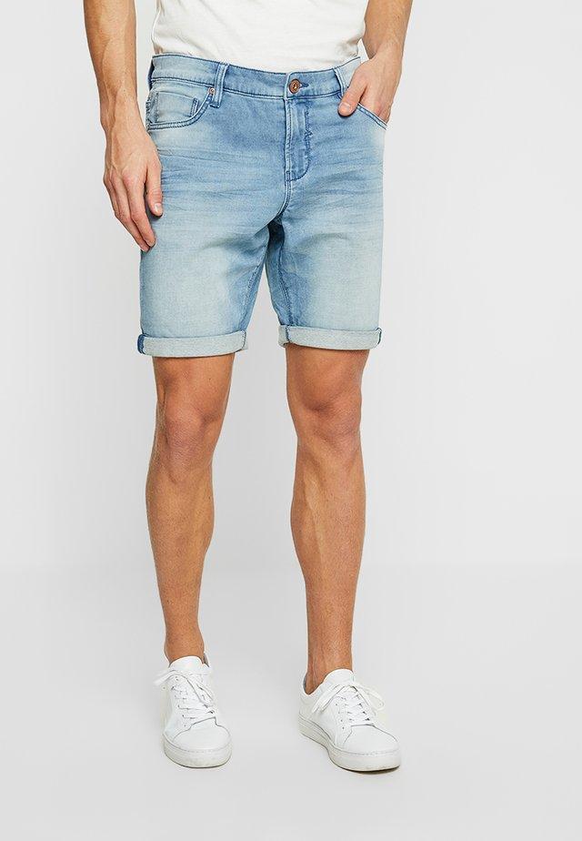 TUCKY - Szorty jeansowe - bleached denim