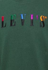 Levi's® - LS GRAPHIC MOCKNECK TEE UNISEX - Maglietta a manica lunga - ssnl serif ls sycamore - 2