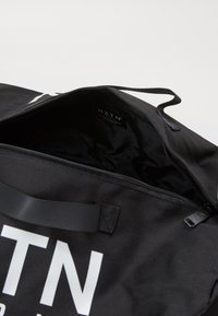 HXTN Supply - BLACK HEIST BAG - Sports bag - black - 2