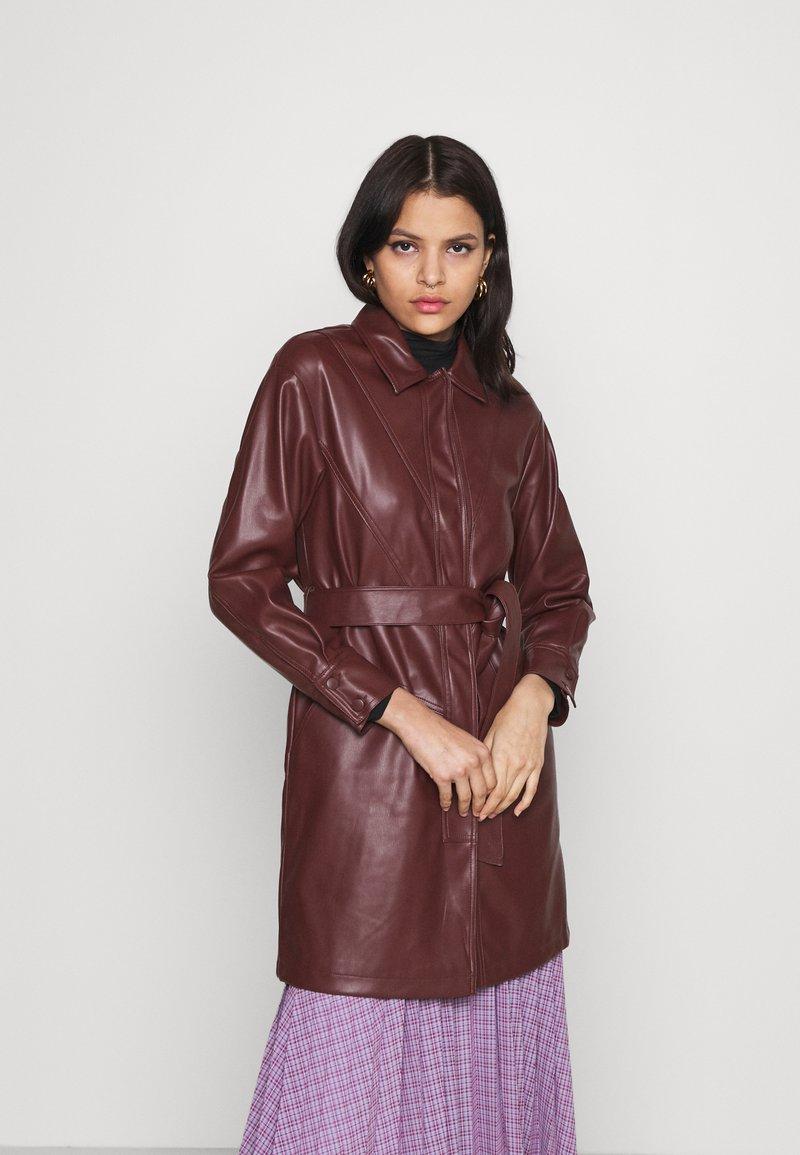 Topshop - BELTED SHAKETT - Short coat - burgundy