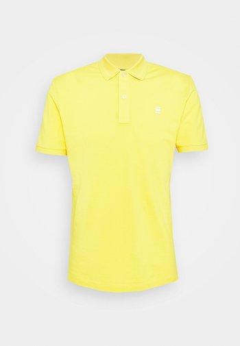 DUNDA SLIM POLO S\S - Polo shirt - yellow cab