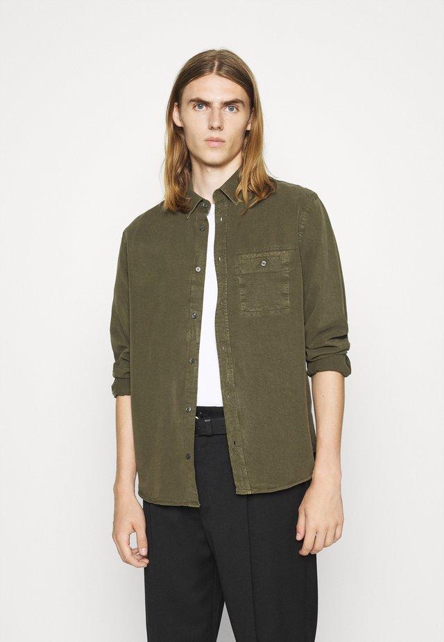 ZACHARY - Shirt - pine green