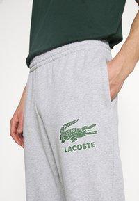Lacoste - Verryttelyhousut - silver chine - 5