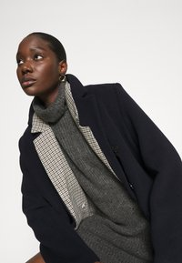 Abercrombie & Fitch - TEXTURAL CREW DRESS - Jumper dress - dark gray heather - 3