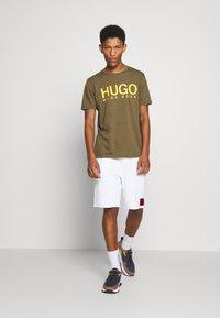 HUGO - DOLIVE - Triko spotiskem - green - 1